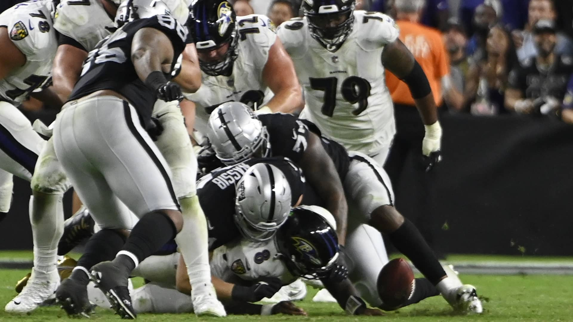 Carr's TD pass caps Raiders rally past Ravens 33-27 in OT